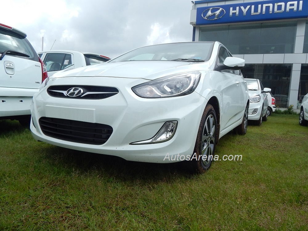 2013 hyundai verna with minor updates spotted launch soon. Black Bedroom Furniture Sets. Home Design Ideas