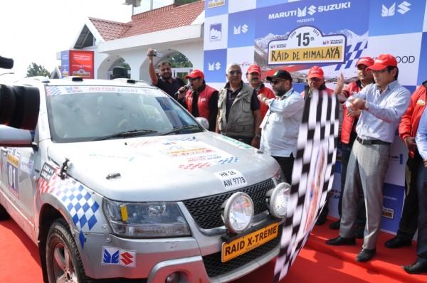 Mr Hashimoto Exec Director Sales and Marketing Maruti Suzuki flags off Suresh Rana-Ashwin Naik at 15th Raid-De-Himalaya