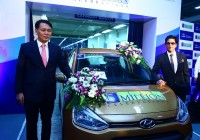 Mr. B S Seo- MD & CEO Hyundai Motor India Ltd. & Mr. Shahrukh Khan- Brand Ambassador Hyundai Motor India Ltd. at the 5 Millionth car roll-out at Hyundai Plant in Chennai(1)