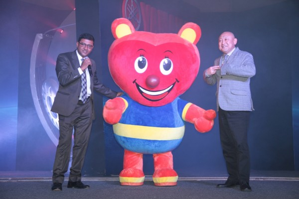 Mr. Roy Kurian, VP, Yamaha Motor India Sales Pvt.Ltd and Mr. Masaki Asano, MD, Yamaha Motor India sales Pvt.Ltd. with Yamaha Mascot