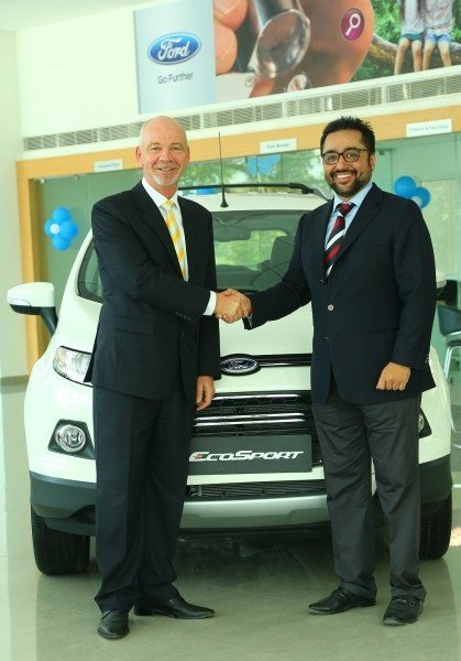 L-R-Nigel-Harris-President-Ford-India-with-Siddharth-Gupta-MD-Kairali-Ford-MGF-Gr