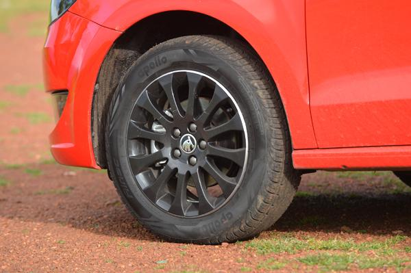 Rapid Black Package alloy wheels