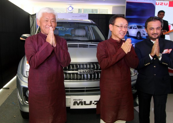 Mr Shigeru Wakabayashi, DMD, Isuzu Motors India, Mr Takashi Kikuchi, MD, Isuzu Motors India and Mr Kunal Ramchandani, MD, Fahrenheit Isuzu unveiling MU7 for U.P. market