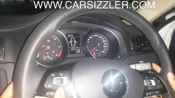 2015 Jetta Spy pic steering wheel