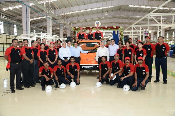 Celebrating the 100,000th Tata Ace Zip roll-out at its Dharwad facility in Karnataka