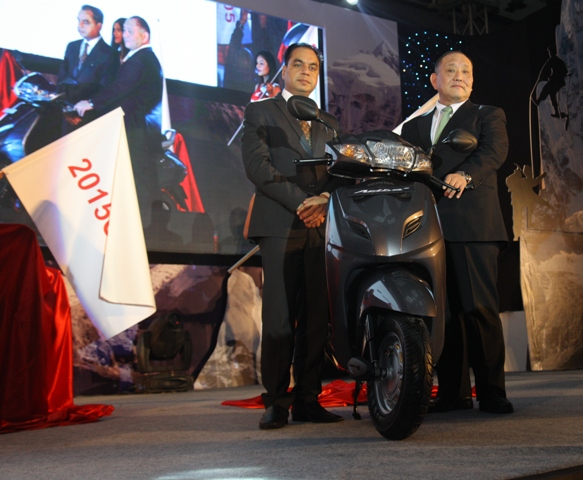 Mr. Keita Muramatsu, President & CEO, HMSI and Mr. Guleria, VP - Sales and Marketing, HMSI unveiling Activa 3G