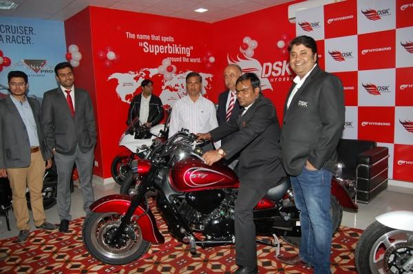 Mr. Shiva Ray, COO, DSK Motowheels & Mr. Amit Vyas, Dealer Principal,The Riders Zone. 2