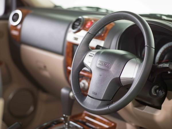 Isuzu MU-7 Audio-controls-mounted-3-spoke-steering-wheel