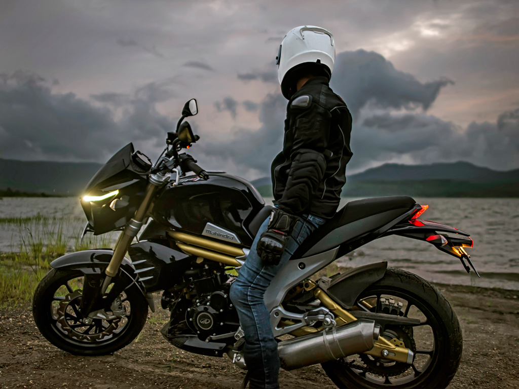Mahindra Mojo Launched At Introductory Price Of Rs 1 58