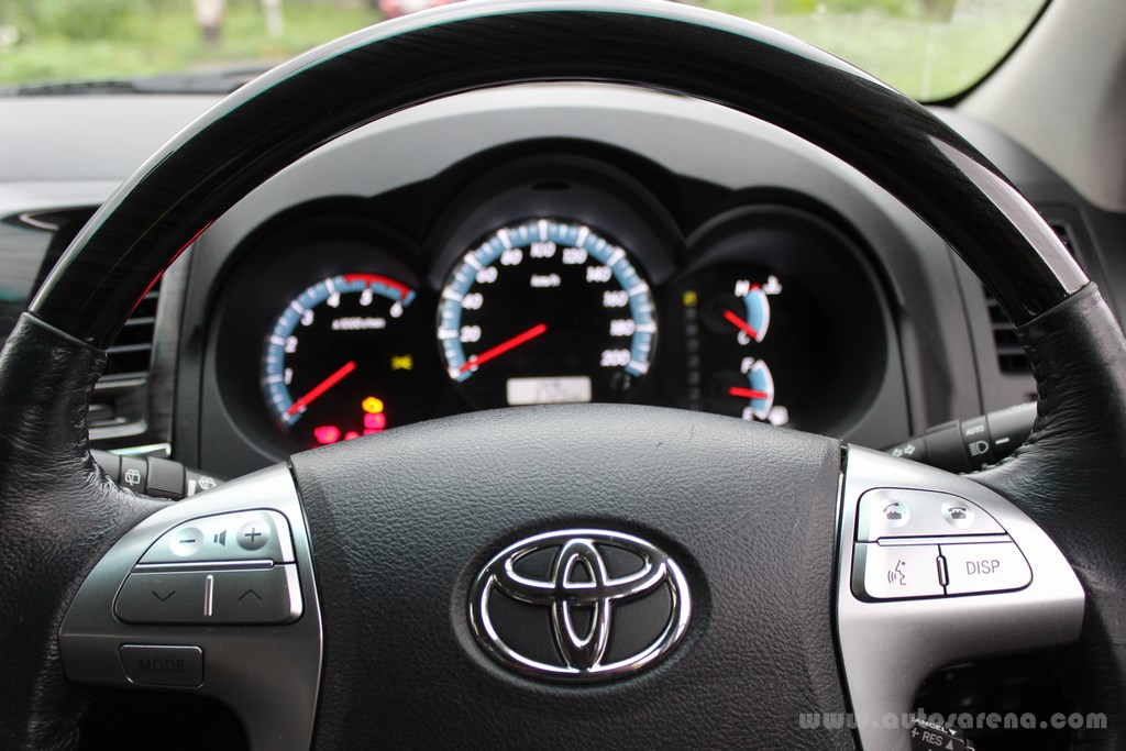 Toyota Fortuner 4×4 Automatic review (37)