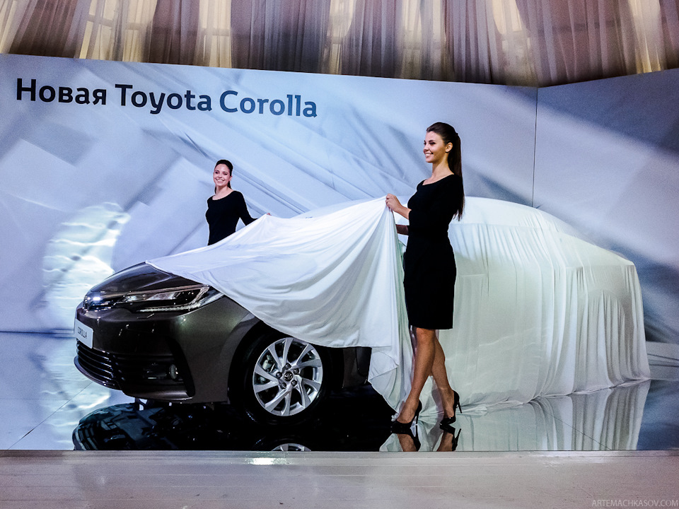 2017-Toyota-Corolla-facelift Live images 1
