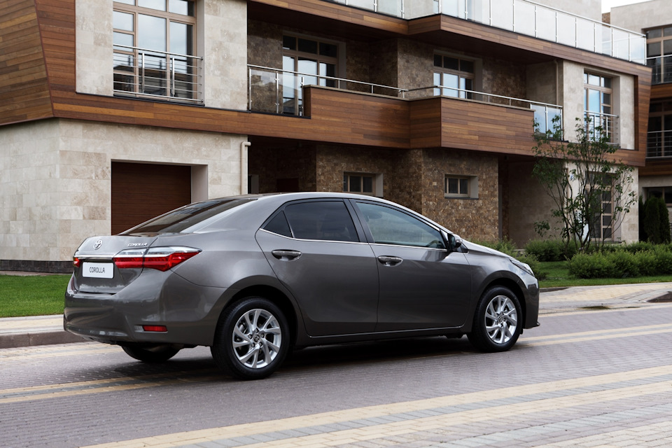 2017-Toyota-Corolla-facelift Live images 7