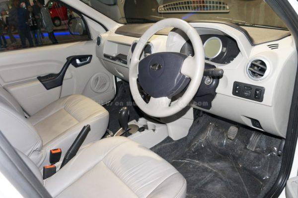 Mahindra e-Verito dashboard & interior (5)