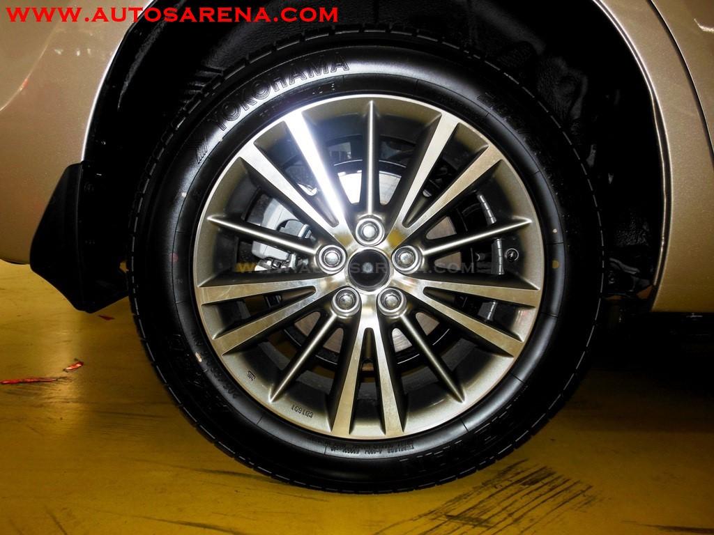 Toyota Corolla Altis (1)