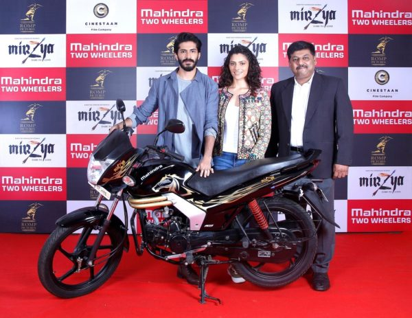 Harshvardan Kapoor and Saiyami Kher, the star cast of Rakeysh Omprakash Mehra's Mirzya posing with the newly launched Mahindra Mirzya Special Edition motorcycle. Also seen along with them is Mr. Naveen Malhotra, Sr. GM – Sales, Marketing and Product Planning, Mahindra Two Wheelers