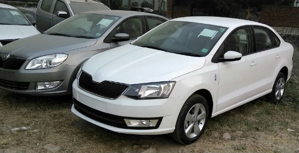 2017-Skoda-Rapid-facelift-front-three-quarter-spied-undisguised
