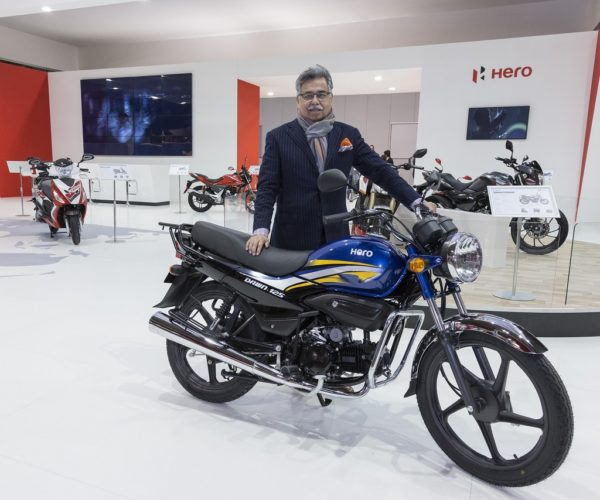 Mr.-Pawan-Munjal-CMD-Hero-MotoCorp-with-Dawn-125-at-EICMA-20...