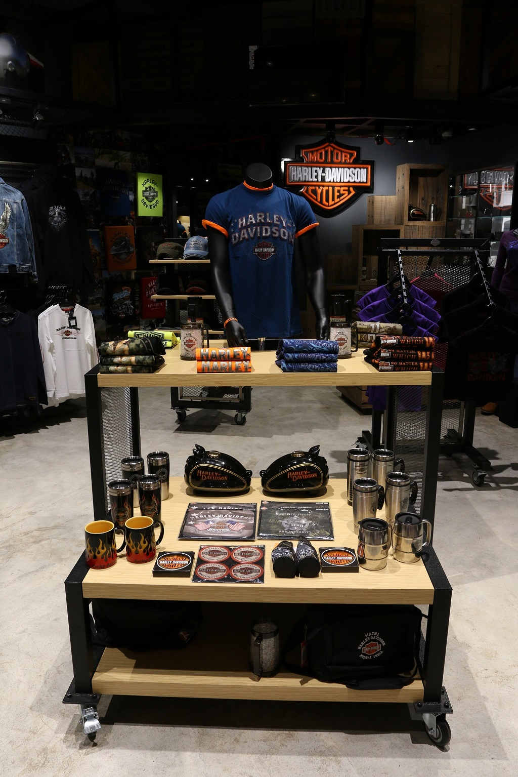 harley-davidson-launches-maiden-merchandise-showroom-at-mumbai-airport