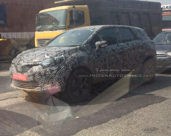 renault-kaptur-front-three-quarter-spotted-in-india