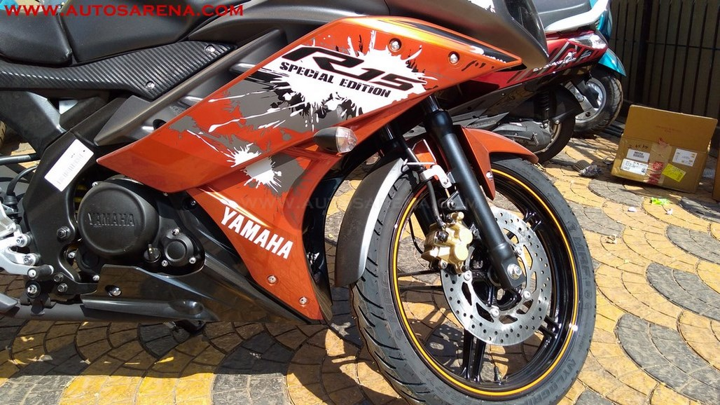 Yamaha R15 V2.0 Special Edition Adrenaline Red (6)