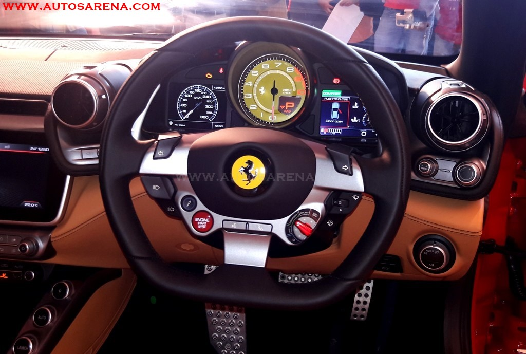 Ferrari GTC4Lusso steering wheel