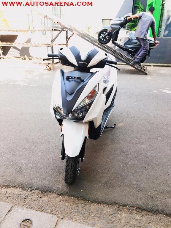 Honda Grazia Colors White 2