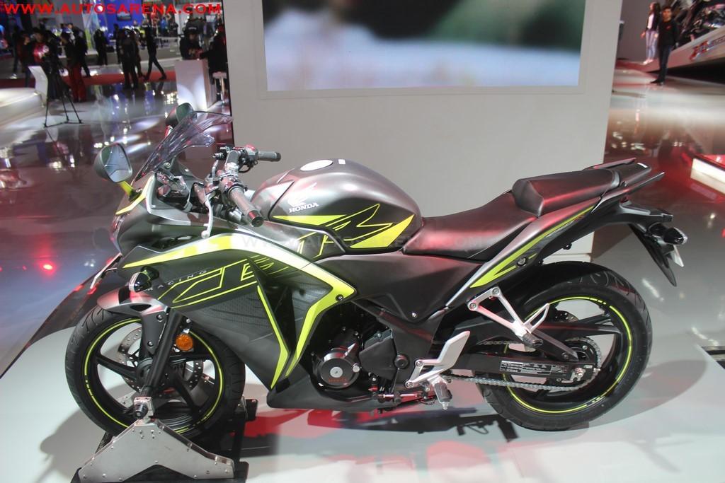 Honda 2018 CBR 250R (1)